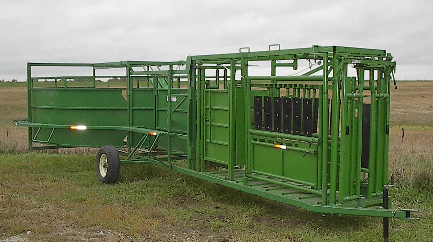 Alfa img showing gt portable cattle squeeze chutes